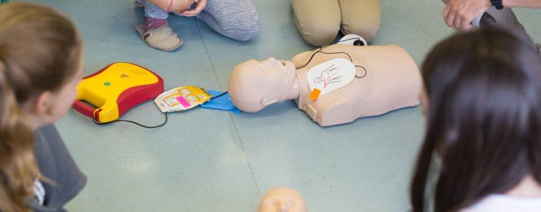 PROTECT'UP_Secourisme_Massage cardiaque et défibrillateur